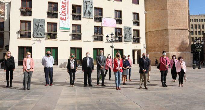 Patricia Puerta anima als castellonencs i castellonenques a posar el seu granet d'arena per a investigar contra el càncer de mama