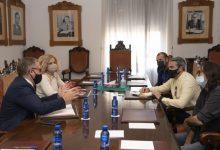 La Diputación mediará con las administraciones para que el ocio nocturno levante persianas y se acaben los botellones