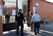 Onda refuerza la vigilancia policial en el cementerio para garantizar el cumplimiento del protocolo anti-covid