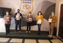 Manos Unidas fa una donació de llibres infantils a l'Ajuntament de Nules