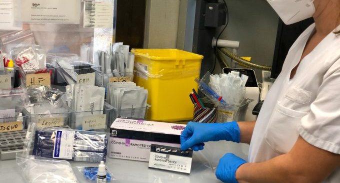 Sanitat distribueix els primers tests d'antígens als departaments de salut