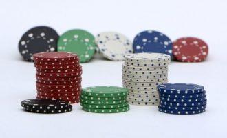 Beneficis del pòquer online enfront del pòquer en viu