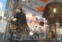 Borriana anima al consumo local en Halloween con ambientación en las calles, el concurso de escaparates y cajas de golosinas