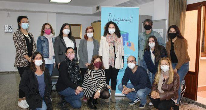 Un equip amb 10 professionals emprenen el programa «Il·lusiona't» d'itineraris laborals a Borriana