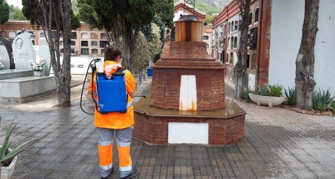 Benicàssim intensifica la neteja i desinfecció en el cementeri davant la celebració de Tots els Sants