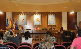 Esther Meneu toma posesión de su acta de concejala del Ayuntamiento de Borriana en el Pleno municipal de esta tarde