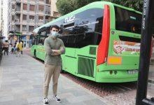Castelló fomenta l'ús del transport públic entre la joventut amb el repartiment de 400 abonaments