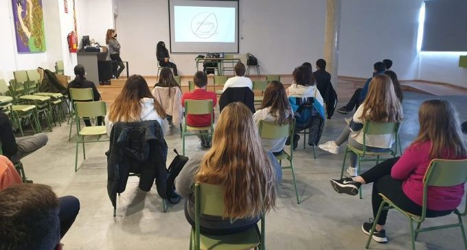 """La Diputación alerta de la imagen """"distorsionada y vejatoria"""" de las mujeres en el 'porno' en los institutos de la provincia"""