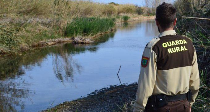 La guardería rural del Consorcio riu Millars continúa con la campaña de información sobre la restricción de pescar en el Paisaje Protegido de la Desembocadura