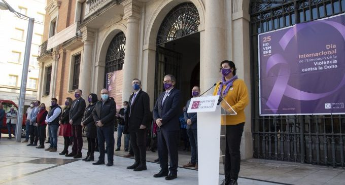 La Diputació alça la seua veu en contra de la violència de gènere amb microrelats i la lectura de la declaració institucional
