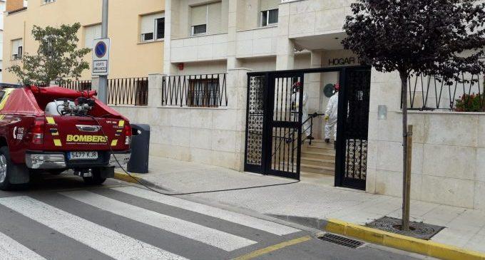 Els bombers realitzen tasques de desinfecció a Vinaròs
