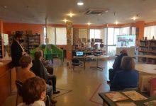 El Club de Lectura Intergeneracional de la Vall d'Uixó es reinventa per a connectar a joves i majors
