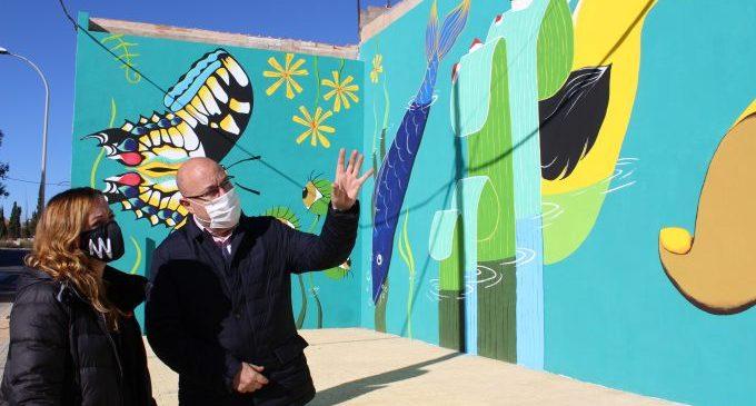 El Museu a l'aire lliure de Vila-real suma un nou mural al·legòric del Millars, amb el segell d'Anna Dobón