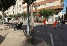 El carrer del Penyagolosa a Vila-real millora la seguretat viària i amplia places d'aparcament amb la implantació del pàrquing en espiga