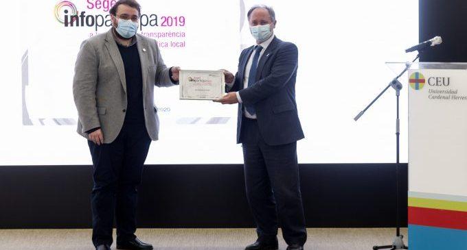 Onda recoge el premio que la acredita como el municipio más transparente de la provincia según la UAB y el CEU