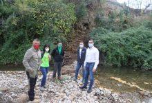 El Ayuntamiento de l'Alcora recupera sendas perdidas en el entorno del río