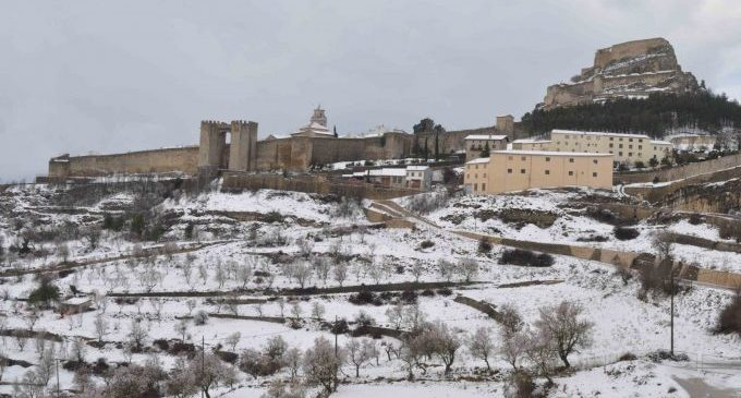 Obres Públiques instal·la una sitja d'emmagatzematge de sal a Morella davant les nevades de l'hivern
