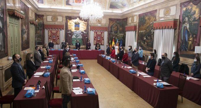 El ple de la Diputació guarda un minut de silenci en senyal de respecte i record a les 367 persones mortes per la Covid a la província de Castelló