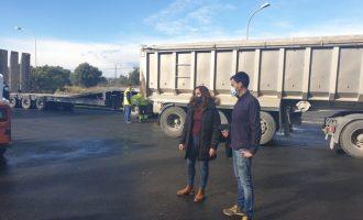 El Ajuntament mejora el asfalto de la plaza 'Salines A' en Vinaròs