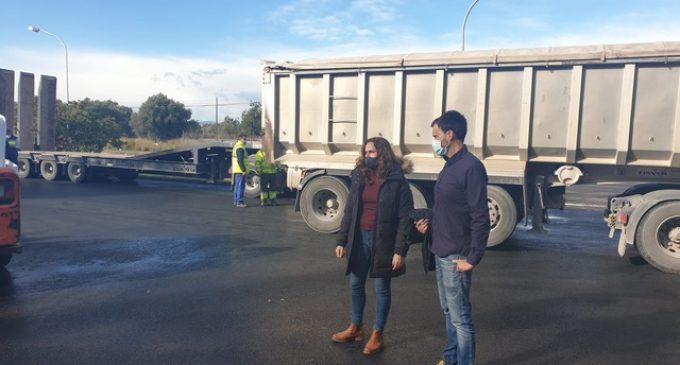 L'Ajuntament millora l'asfalt de la plaça 'Salines A' a Vinaròs