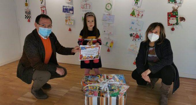 El Ayuntamiento de Almenara entrega los premios del Concurso Escolar de Tarjetas Navideñas