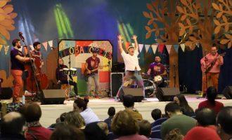 Trobadorets presenta en el Raval de Castelló su disco 'Paco, com ens fas xalar' con un nuevo espectáculo de versiones y piezas del cantante Paco Muñoz
