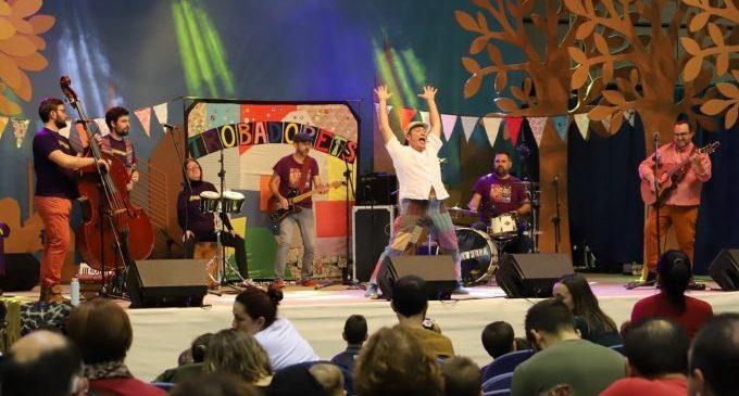 Trobadorets presenta en el Raval de Castelló el seu disc 'Paco, com ens fas xalar' amb un nou espectacle de versions i peces del cantant Paco Muñoz