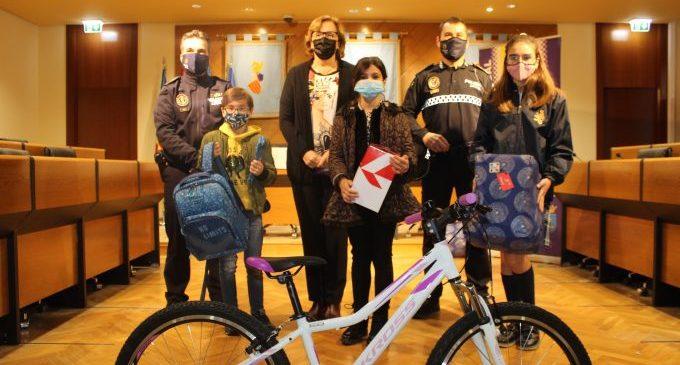 Borriana lliura els premis del VIII Concurs Municipal de Dibuix organitzat per la Policia Local