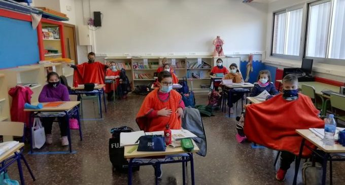 Nules reparteix 1.600 mantes escola als centres educatius