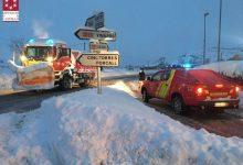 18 llevaneu i 8 vehicles saler del consorci de bombers treballen a destall per a evitar incomunicacions