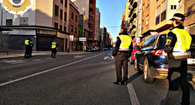 La Policia Local d'Onda identifica a veïns que se salten la quarantena i proposa la sanció màxima de 30.000 euros