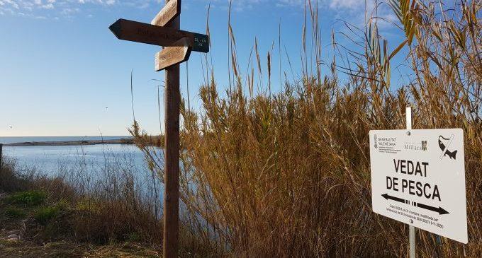 El Consorcio gestor del Paisaje Protegido de la Desembocadura del río Mijares instala las señales que advierten de los cotos de pesca