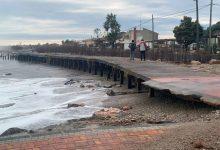L'Ajuntament d'Almenara neteja els efectes del temporal en el seu passeig marítim