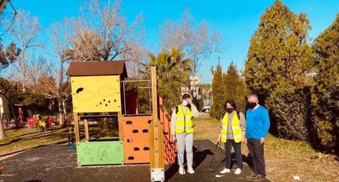 Personal contractat del programa Ecovid desinfecta diàriament les zones de jocs, parcs, jardins i exteriors d'edificis públics de Borriana