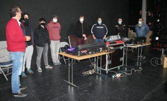 El Teatro Municipal de Benicàssim mejora la calidad de los espectáculos con la nueva mesa de sonido