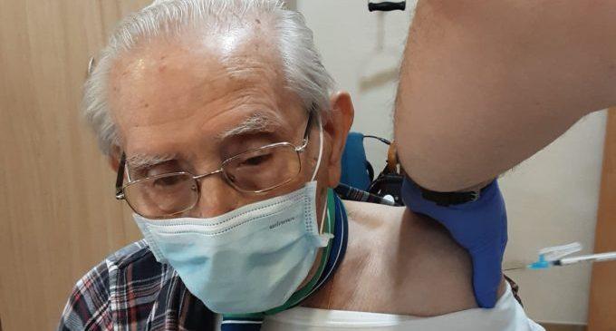 Usuaris i treballadors del Centre Geriàtric de Benicarló es vacunen contra la covid-19