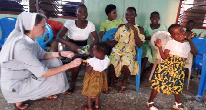 La recaptació del Mercat Solidari Grup Viure de Benicàssim arriba a Ghana