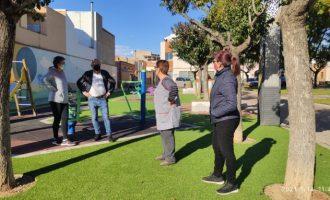 Vila-real adapta i modernitza el jardí del Progrés amb la instal·lació de nous jocs infantils i gespa artificial