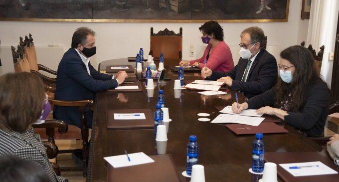 Martí i Oltra signen el protocol d'intencions que desenvolupa l'aplicació de la nova Llei de Serveis Socials Inclusius a la província
