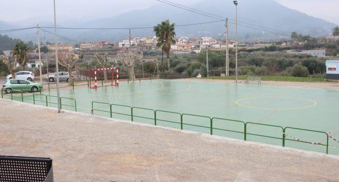 Onda culmina la remodelación de la pista deportiva y entorno del barrio Monteblanco tras petición vecinal