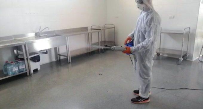 Almenara desinfecta l'interior del CEIP Juan Carlos I i de l'Escola Infantil Municipal