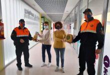 Protección Civil de Almenara dona a l'Escola Infantil Municipal un desfibrilador y un equipo antiatragantamiento