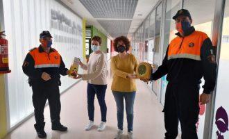 Protecció Civil d'Almenara dona a l'Escola Infantil Municipal un desfibril·lador i un equip antiennuegada