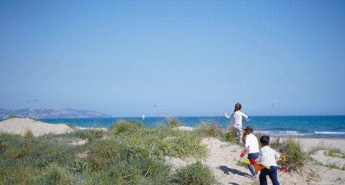 Castelló sol·licita que no es puga fumar a la platja del Serradal