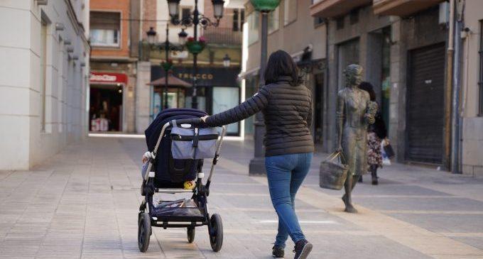 La pandèmia agreuja les desigualtats en les cures i les tasques de la llar a Castelló