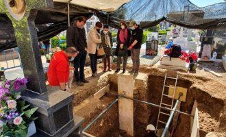 Els primers treballs d'exhumació en el cementeri de Segorbe permeten trobar les restes de cinc víctimes de la repressió franquista