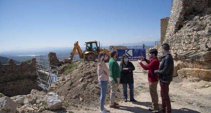 La Diputación de Castellón invierte 40.000 euros en la rehabilitación de la muralla del Albacar del castillo de Xivert