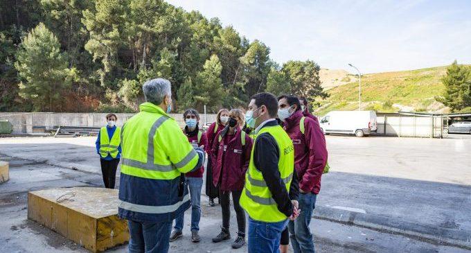 Educadores y educadoras ambientales conocen en primera persona la gestión de residuos de Reciplasa