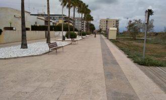 La playa de les Marines de Nules se embellece con nuevo mobiliario