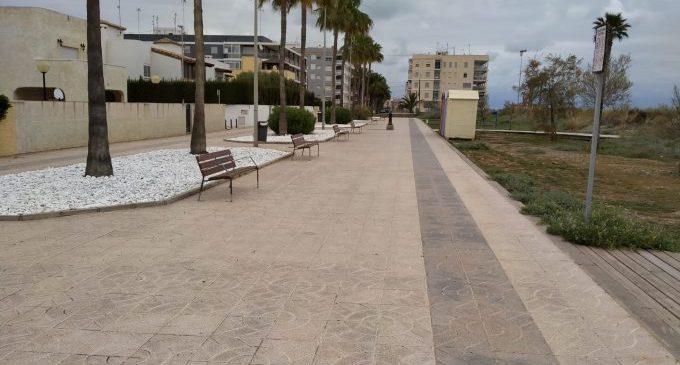 La platja de les Marines de Nules s'embelleix amb nou mobiliari